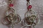 Orecchini chainmail con cristalli rosa