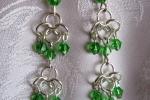 Orecchini chainmail con cristalli verdi