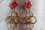 Orecchini chainmail, cristallo e Swarovski rosa corallo