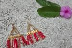 Orecchini con catene oro e pendenti rossi e oro