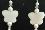 Orecchini con farfalla in madreperla e perle Swarovski