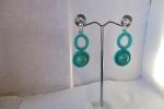 Orecchini con perle colore turchese