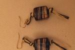 Orecchini con perle rettangolari blu e oro
