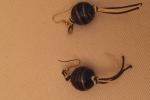 Orecchini con perle rotonde blu e oro