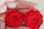 Orecchini con Rose e perline realizzate all'uncinetto