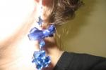 Orecchini con una pallina di svarowski blu