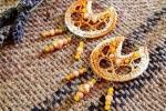 Orecchini crochet a cerchio arancione sfumato con perline e cristalli colorati