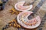 Orecchini crochet a cerchio rosa sfumati con cristalli colo