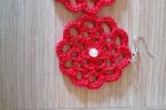 Orecchini fatti a mano all'uncinetto rossi con perlina