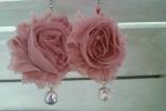 Orecchini fiori di chiffon rosa antico con perle