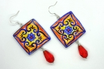 Orecchini ceramica dipinti a mano quadrati con perla rossa