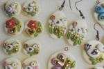 Orecchini in pasta di ceramica con miniature