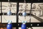 Orecchini in resina di colore blu con perline azzurre♥️✨.