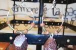 Orecchini in resina epossidica di colore marrone brillantin