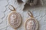Orecchini in tessitura di perline e cammeo