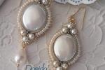 Orecchini in tessuto realizzati a mano con perle