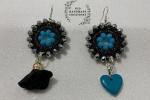 Orecchini uncinetto con filato gioiello nero e cristalli azzurri e argento