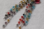 Orecchini pendenti lunghi con cristallini colorati