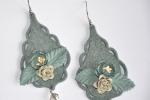 Orecchini pendenti in feltro azzurro fatto a mano
