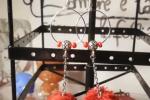 Orecchini realizzati con perline rosse e pompon rossi♥️✨.