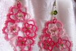 Orecchini rosa al chiacchierino, perline, swarovski verde