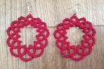 Orecchini realizzati in cotone rosso con chiaccherino