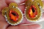 Orecchini soutache color oro con perno in acciaio