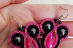 Orecchini soutache con navette fucsia e perline nere
