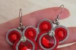 Orecchini soutache con rivoli rosso e perline rosse