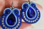 Orecchini soutache in color azzurro e celeste con strass