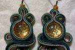 Coppia orecchini verdi e oro con pietra cabochon