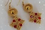 Orecchini pendenti di circa 6 cm oro e perline rosse
