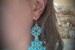 Orecchini azzurri con pietre dure e perline