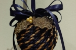 Palla di Natale decorata con la tecnica Biedermeier - blu