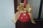 Palle natalizie rivestite all'uncinetto