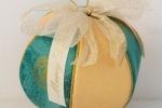 Pallina di Natale esagonale di cm 9 realizzata con la tecnica del Patchwork