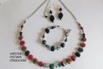Parure: collana, bracciale, orecchini con perle multicolor