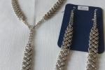 Parure, collana e orecchini in metallo colore argento