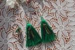 Parure con orecchini e anello decorati con perline verdi