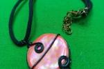 Girocollo con pendente in ceramica con lavorazione wire