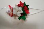 Cornucopia con cartoncino e centrino all'uncinetto, con stelle di Natale