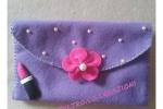 Pochette da borsa in pannolenci viola, con mezze perle