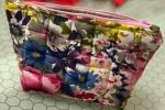 Simpatica pochette da borsa o da viaggio cucita