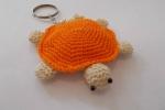 Portachiave a forma di tartaruga realizzato all'uncinetto