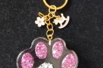 Portachiave a forma di zampa di cane rosa