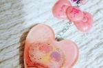 Portachiavi in resina a forma di cuore color rosa