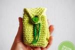 Portachiavi zainetto uncinetto in cotone verde