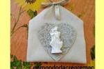 Portaconfetti in feltro color panna,con cuore in pannolenci