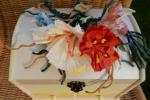 Portagioie in legno dipinto con fiori  twist-art