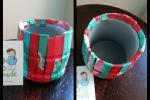 Portapenne realizzato con materiali di riciclo verde/rosso